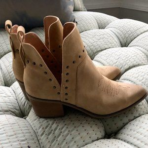 On-trend fashion bootie - never worn.